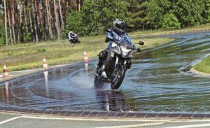 Manejar moto en lluvia